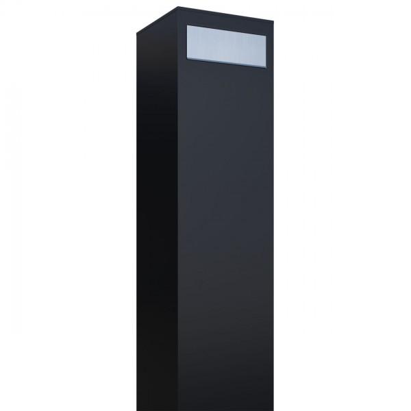 Boîte aux lettres sur pieds Monolith Noire avec rabat en acier inoxydable